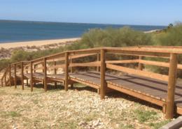 Escalera madera playa