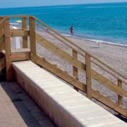 escalera madera paseo maritimo