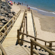 escalera acceso a playa