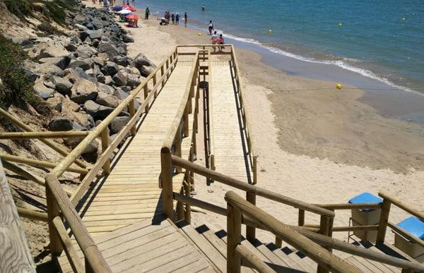 escalera acceso a playa