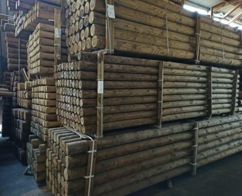 redondos de madera tratada